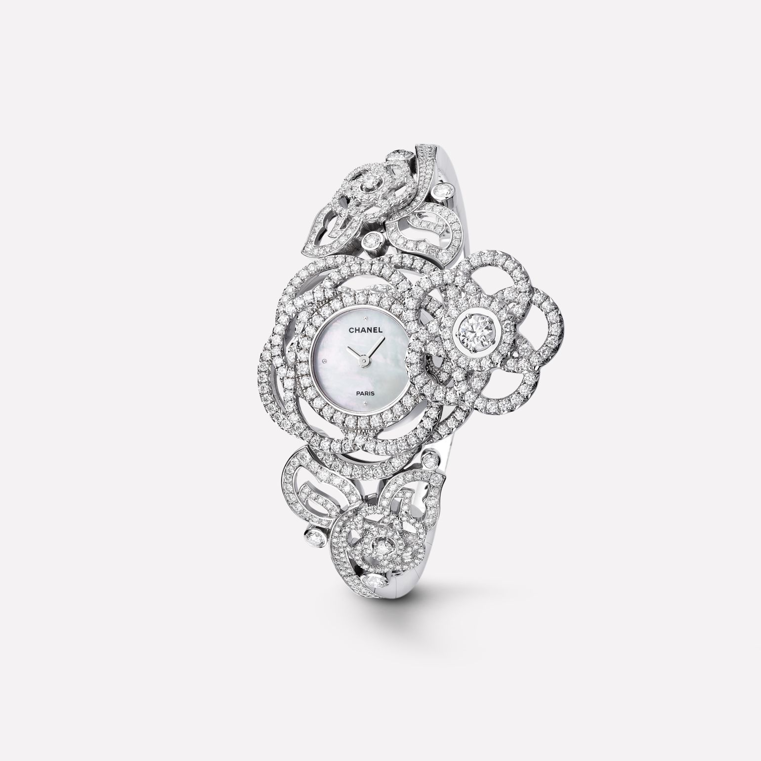 Camélia Jewellery Watch Secret watch with Camélia Brodé motif in 18K white gold, diamonds and diamond bracelet. Large version.