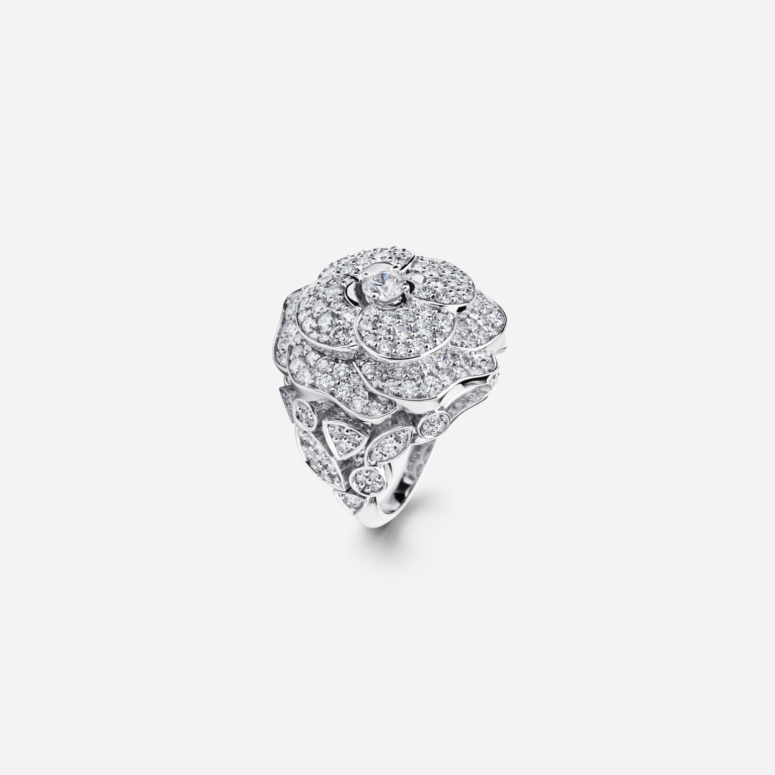 Camélia ring Pétales de Camélia ring, small version, in 18K white gold and diamonds with one center diamond