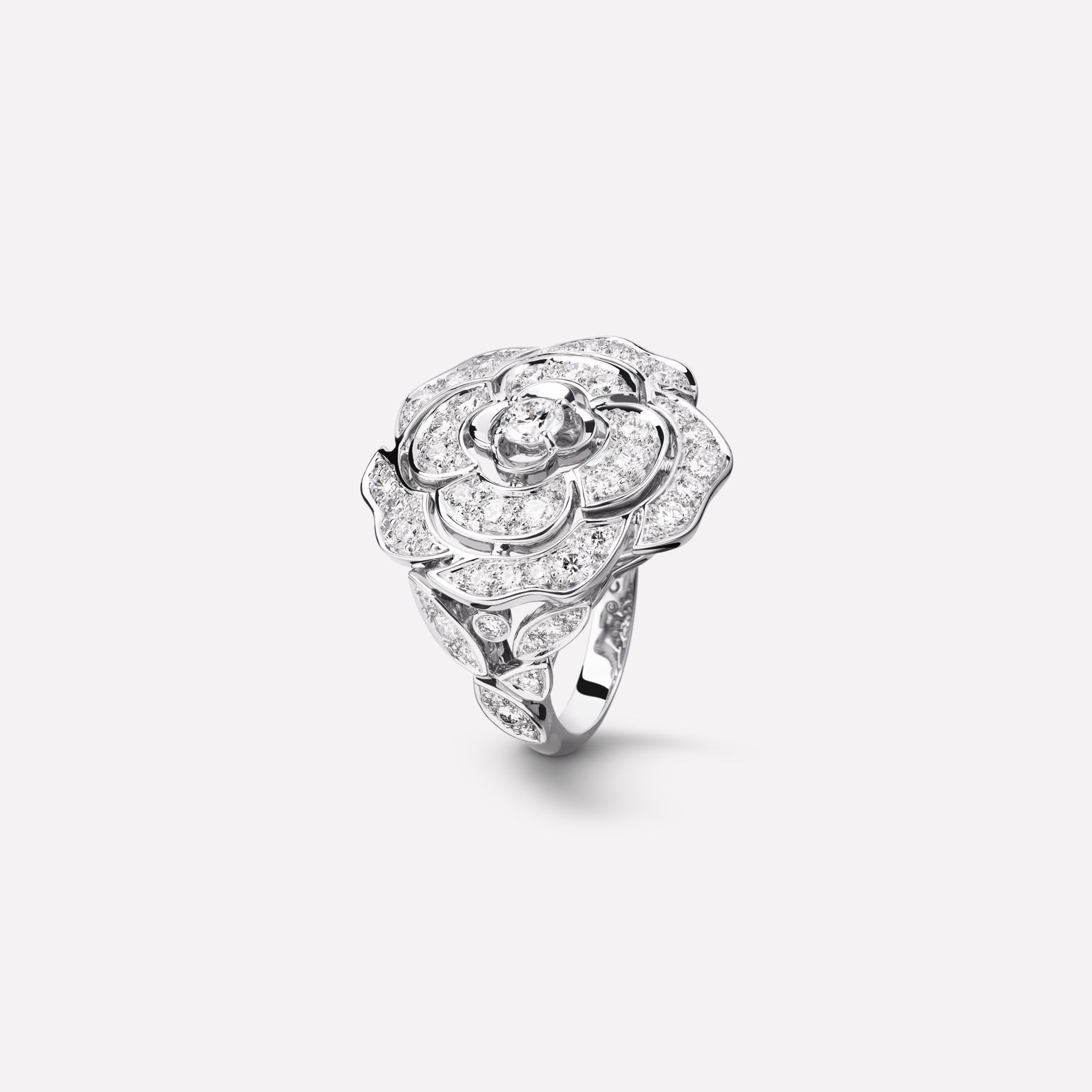 Camélia Ring Camellia bud motif in 18K white gold and diamonds with one center diamond