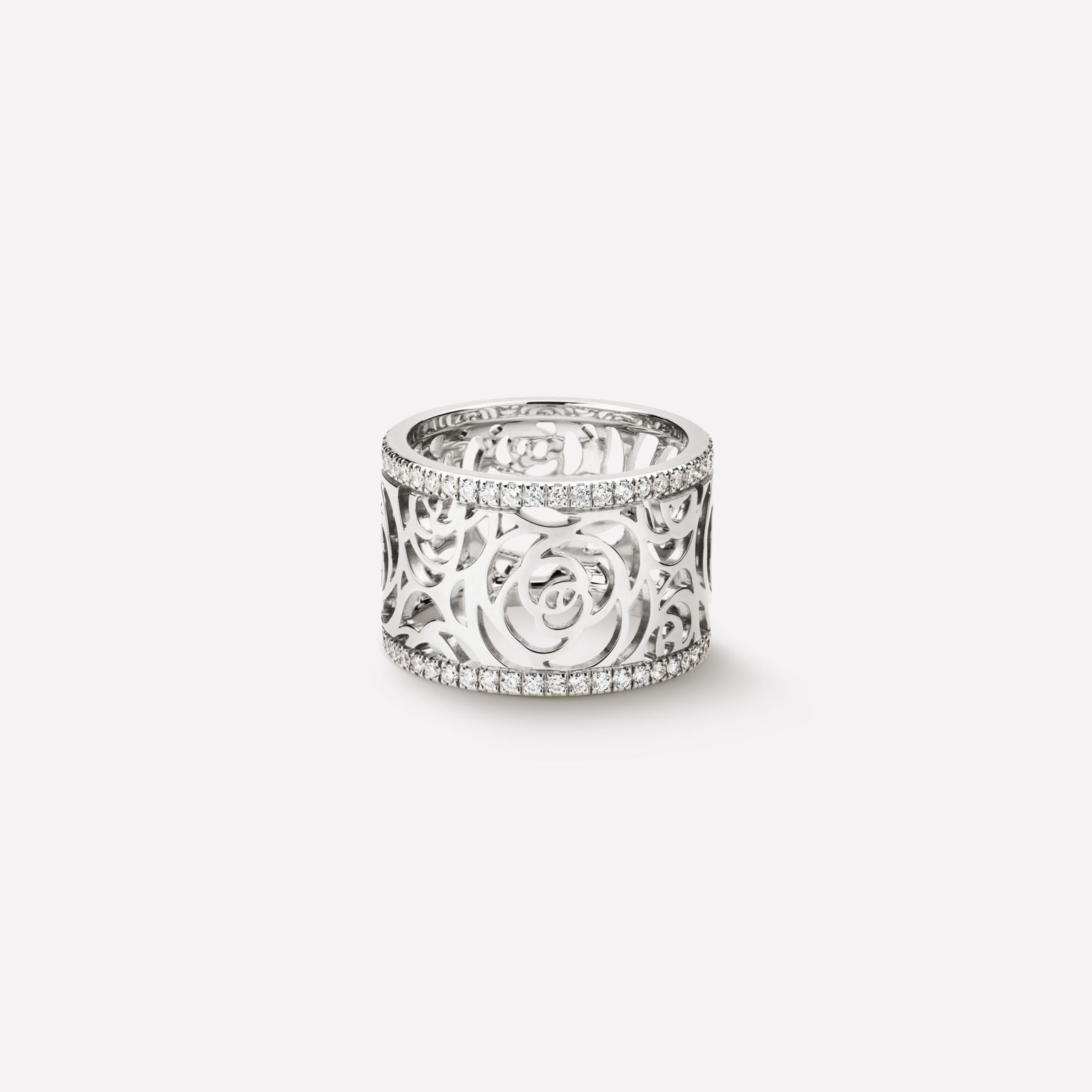 Camélia Ring Camélia Ajouré ring in 18K white gold and diamonds. Medium version.