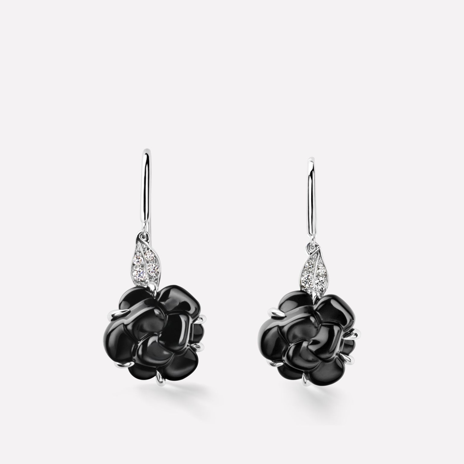 Camélia Sculpté earrings 18K white gold, diamonds, onyx