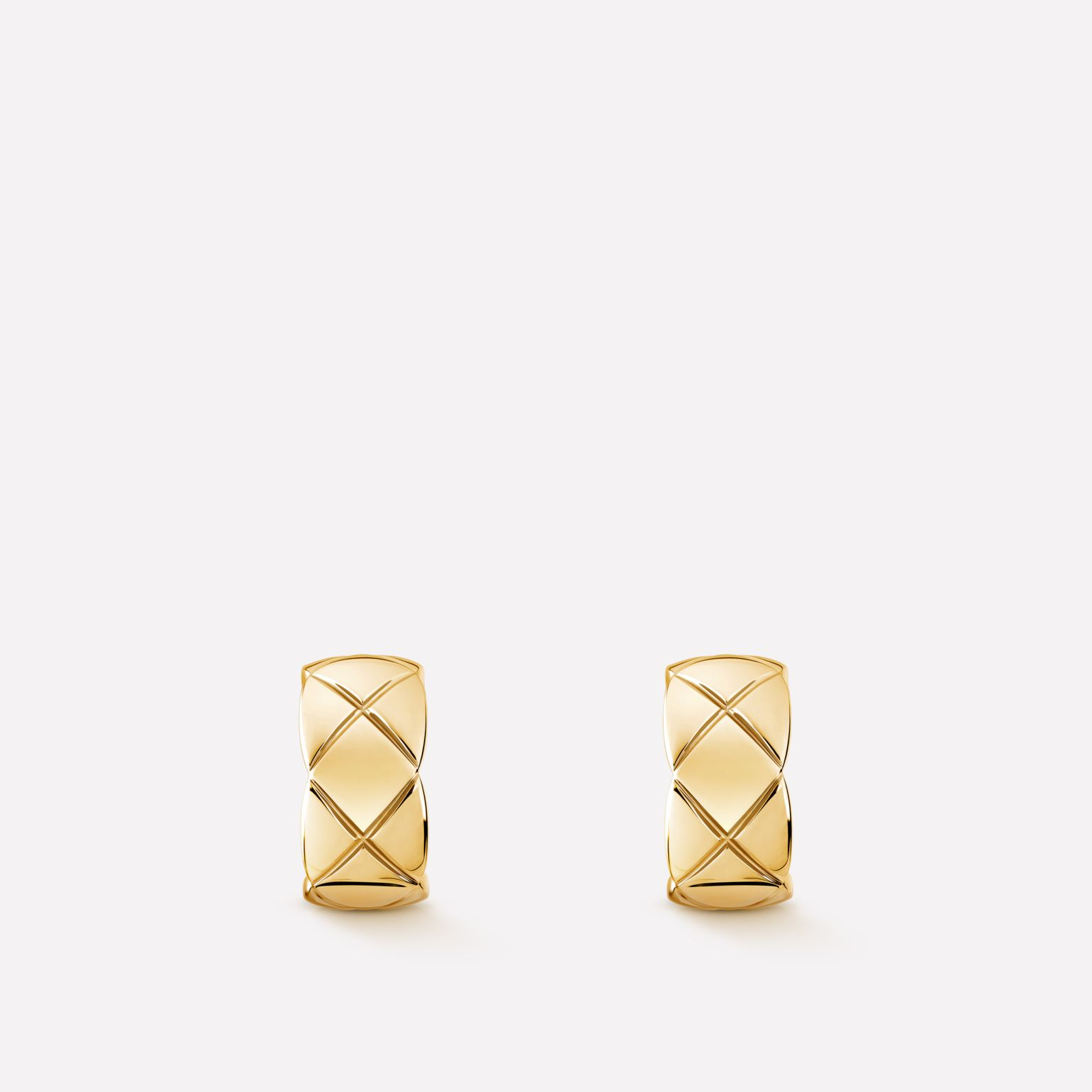 Coco Crush Earrings Quilted motif in 18K yellow gold
