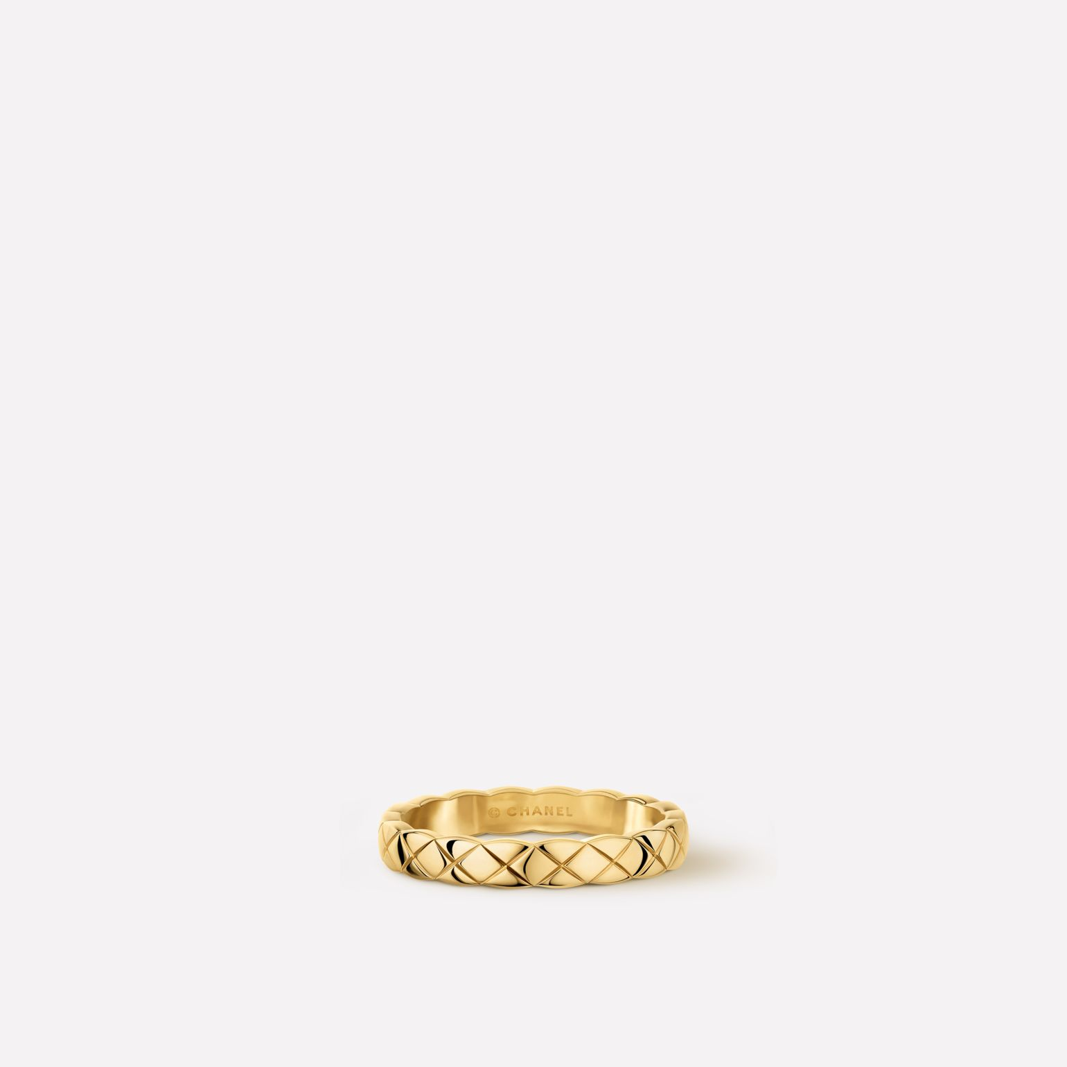 Coco Crush ring  Quilted motif, mini version, 18K yellow gold