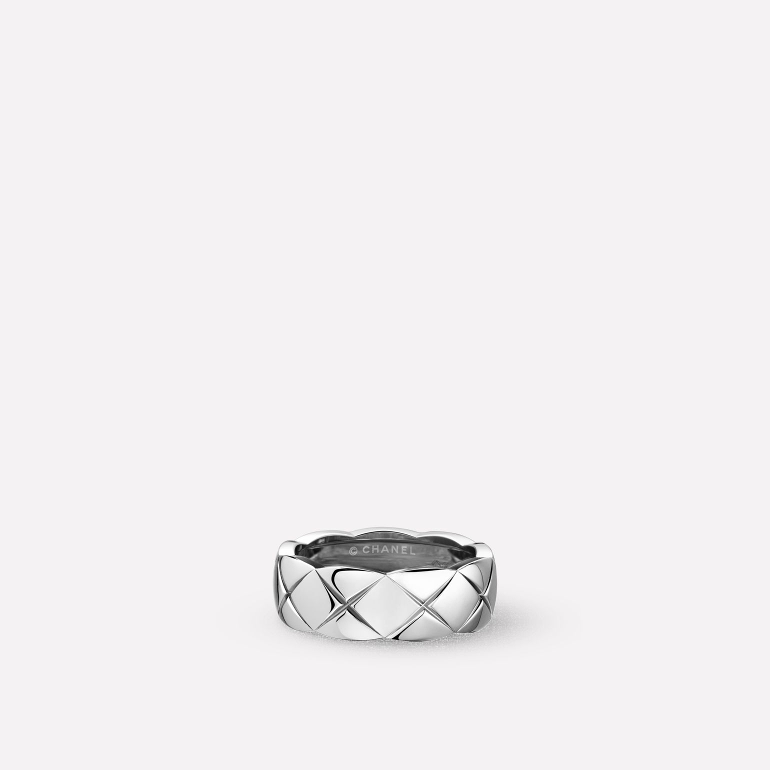 Coco Crush ring Quilted motif, small version, 18K white gold