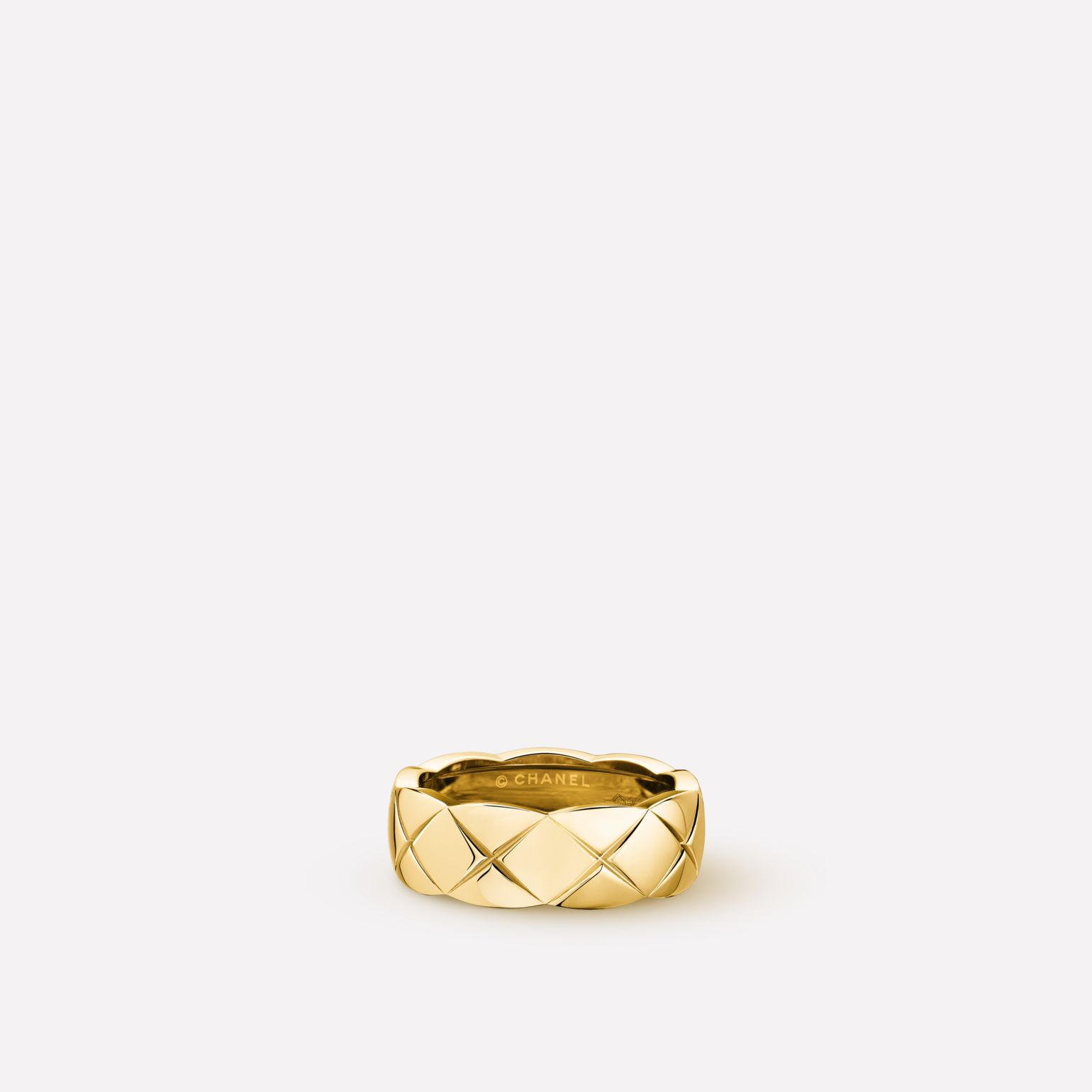 Coco Crush ring Quilted motif ring, small version, in 18K yellow gold