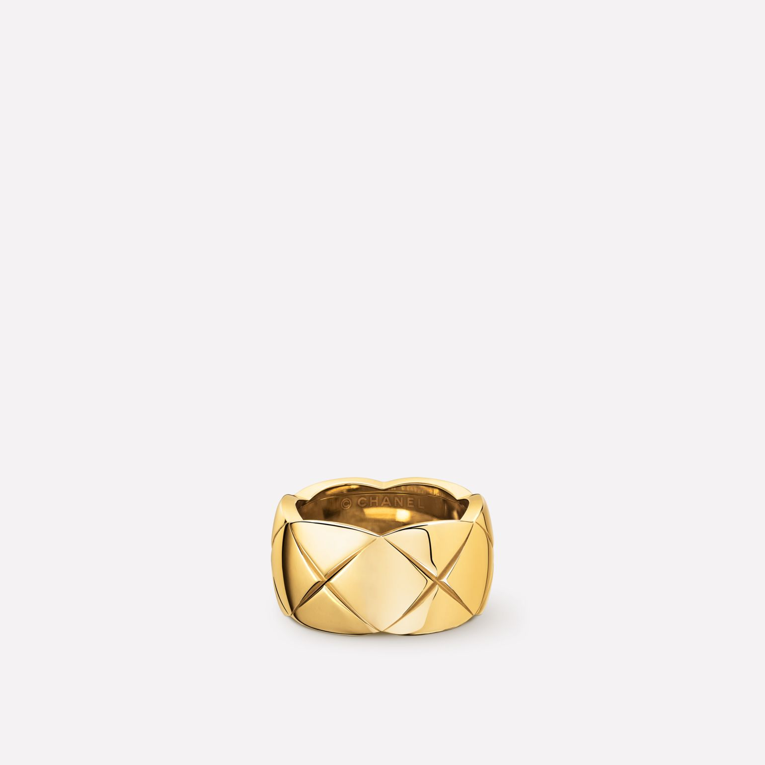 Coco Crush ring Quilted motif, large version, 18K yellow gold