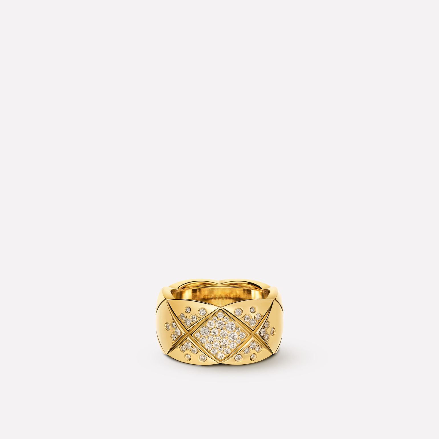 Coco Crush ring Quilted motif, large version, 18K yellow gold, diamonds