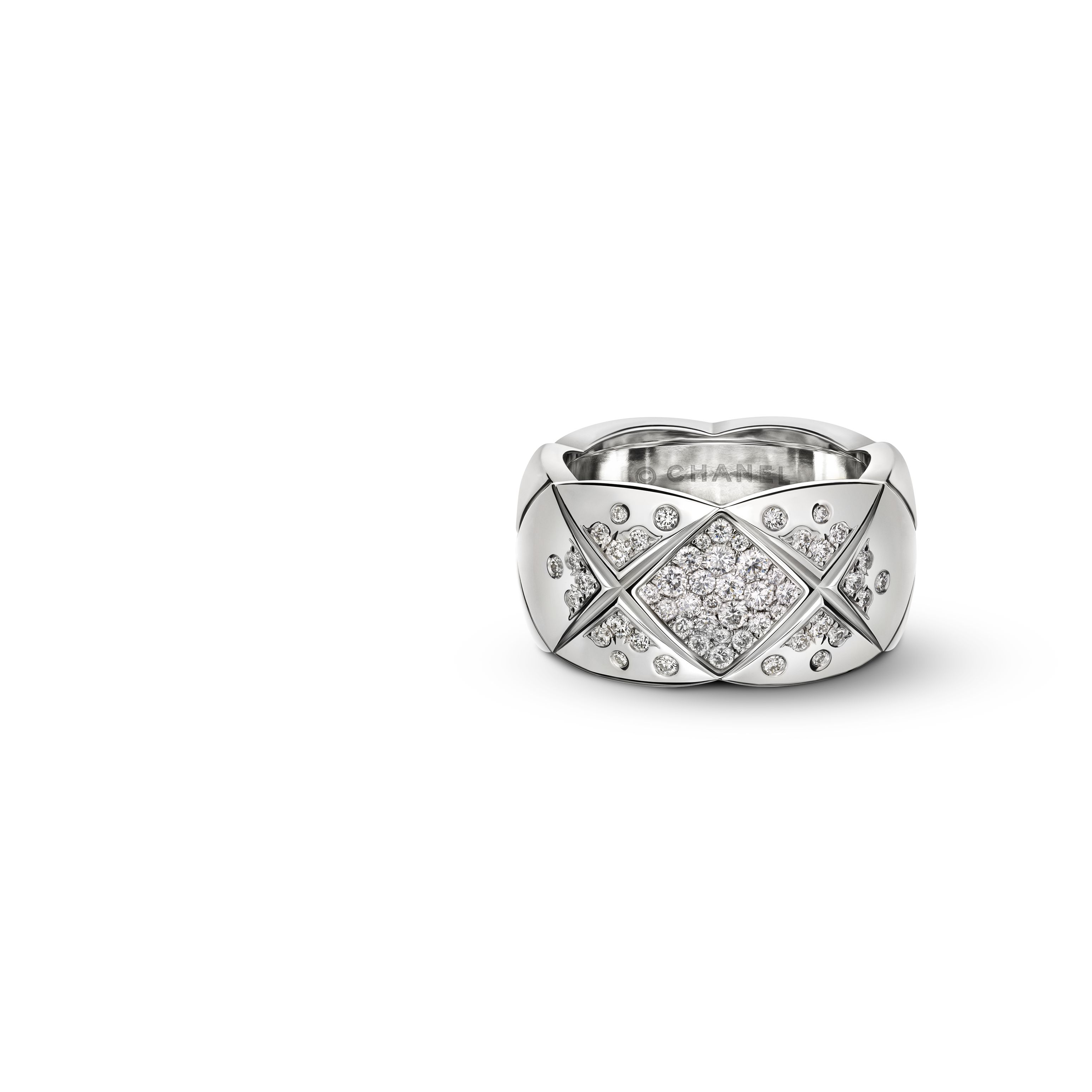 Coco Crush Ring Quilted Motif Ring Medium Version In