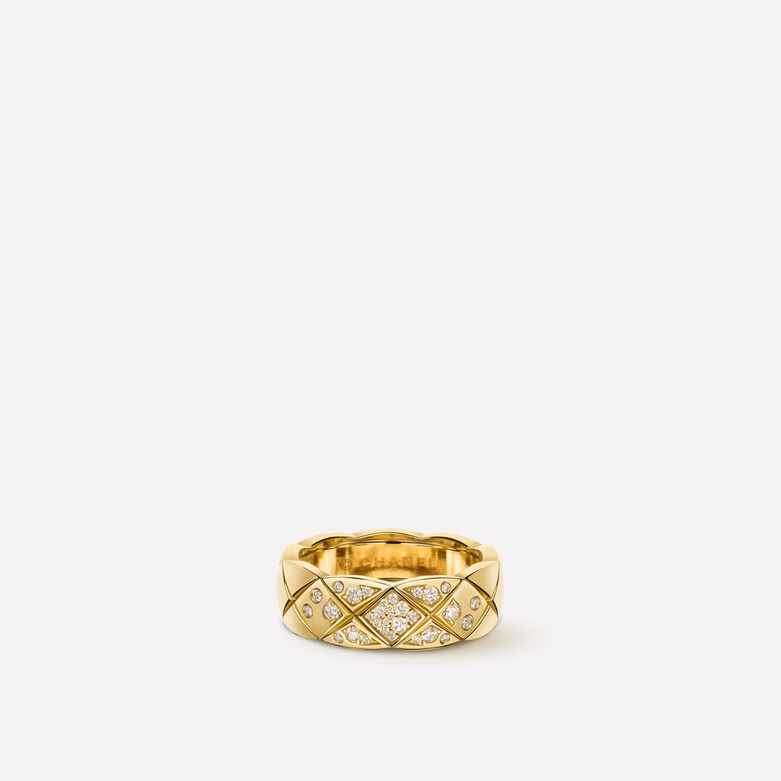 Coco Crush ring Quilted motif ring, small version, in 18K yellow gold and diamonds