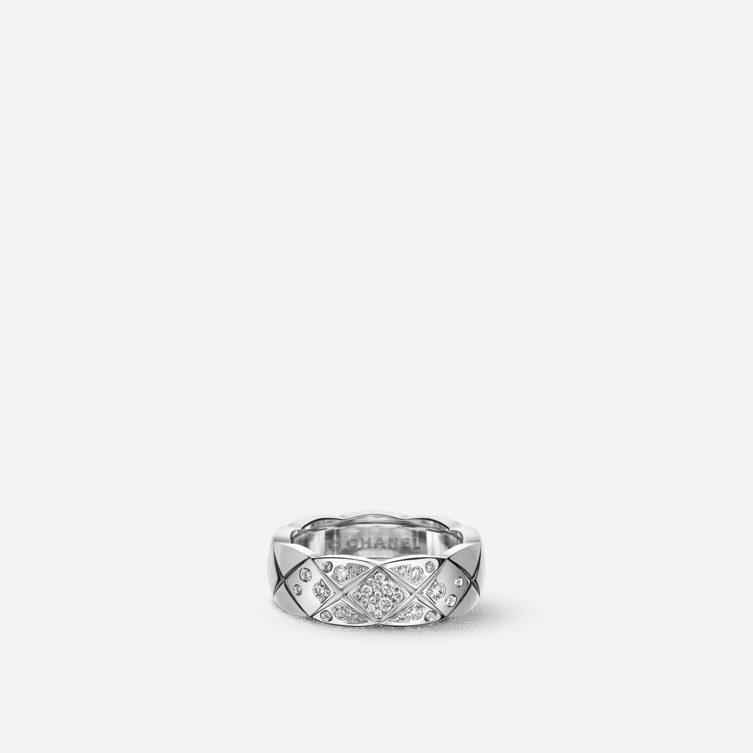 Coco Crush ring Quilted motif, small version, 18K white gold, diamonds