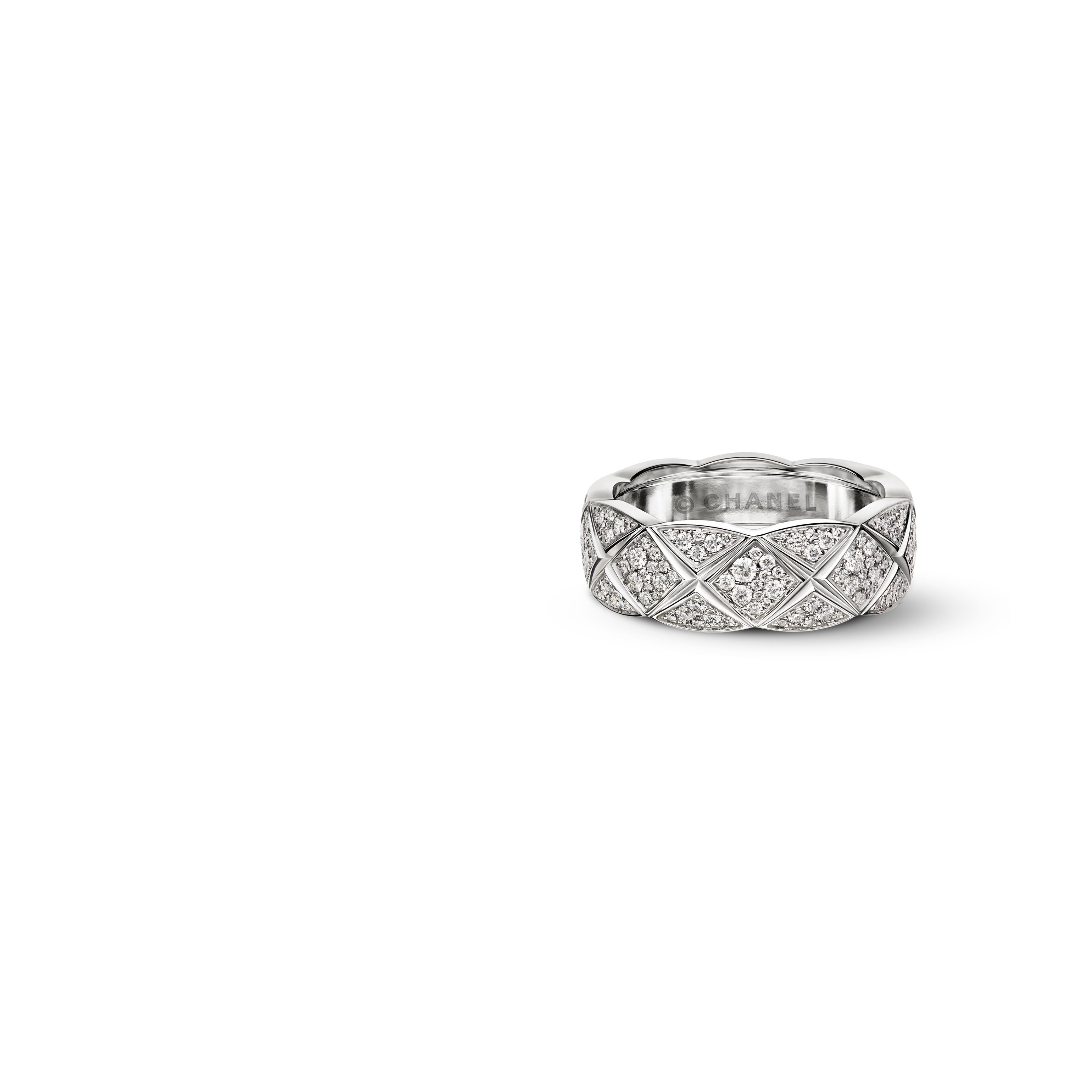Coco Crush Ring Quilted motif ring in 18K white gold fully paved