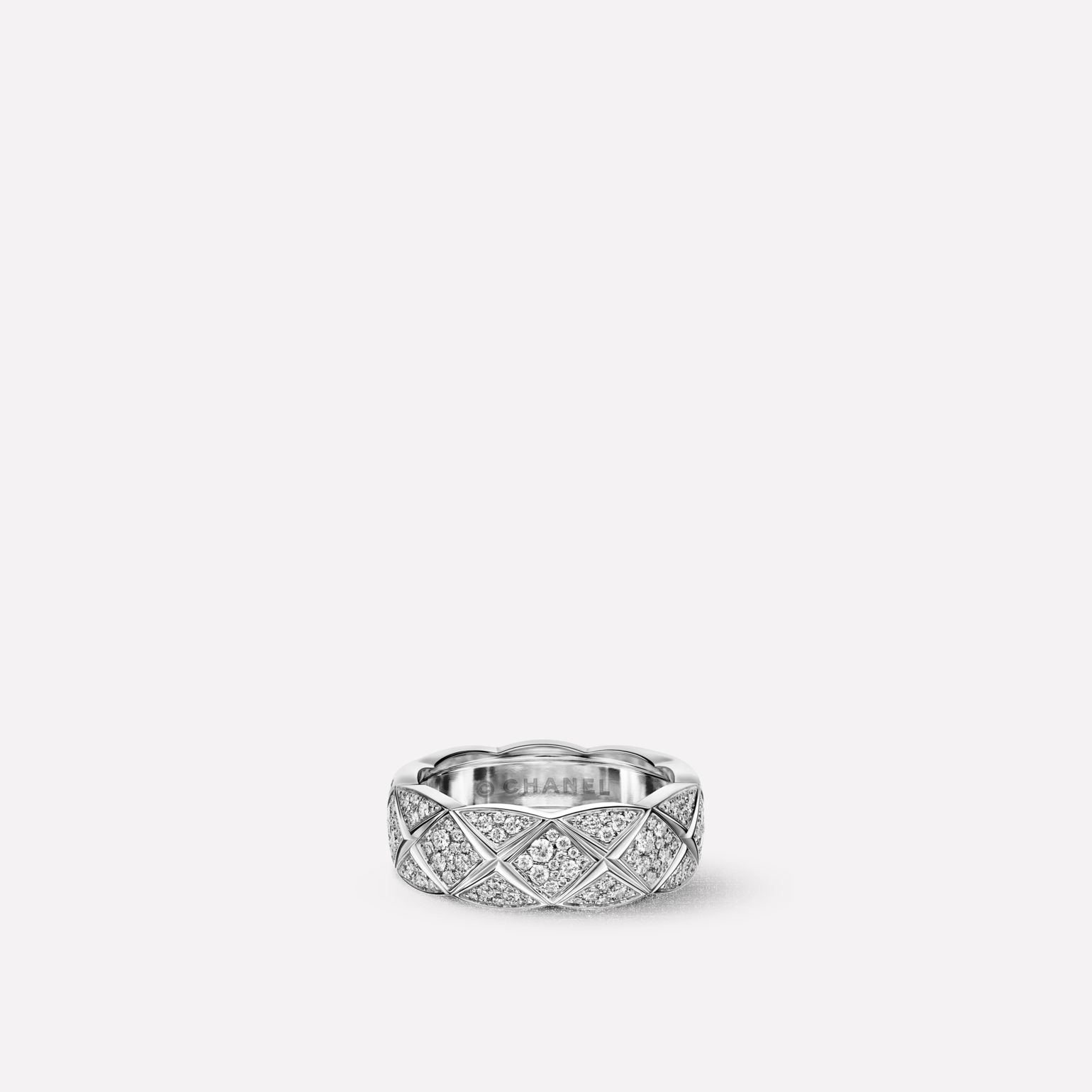 Coco Crush ring Quilted motif ring, small version, in 18K white gold, all diamond pave