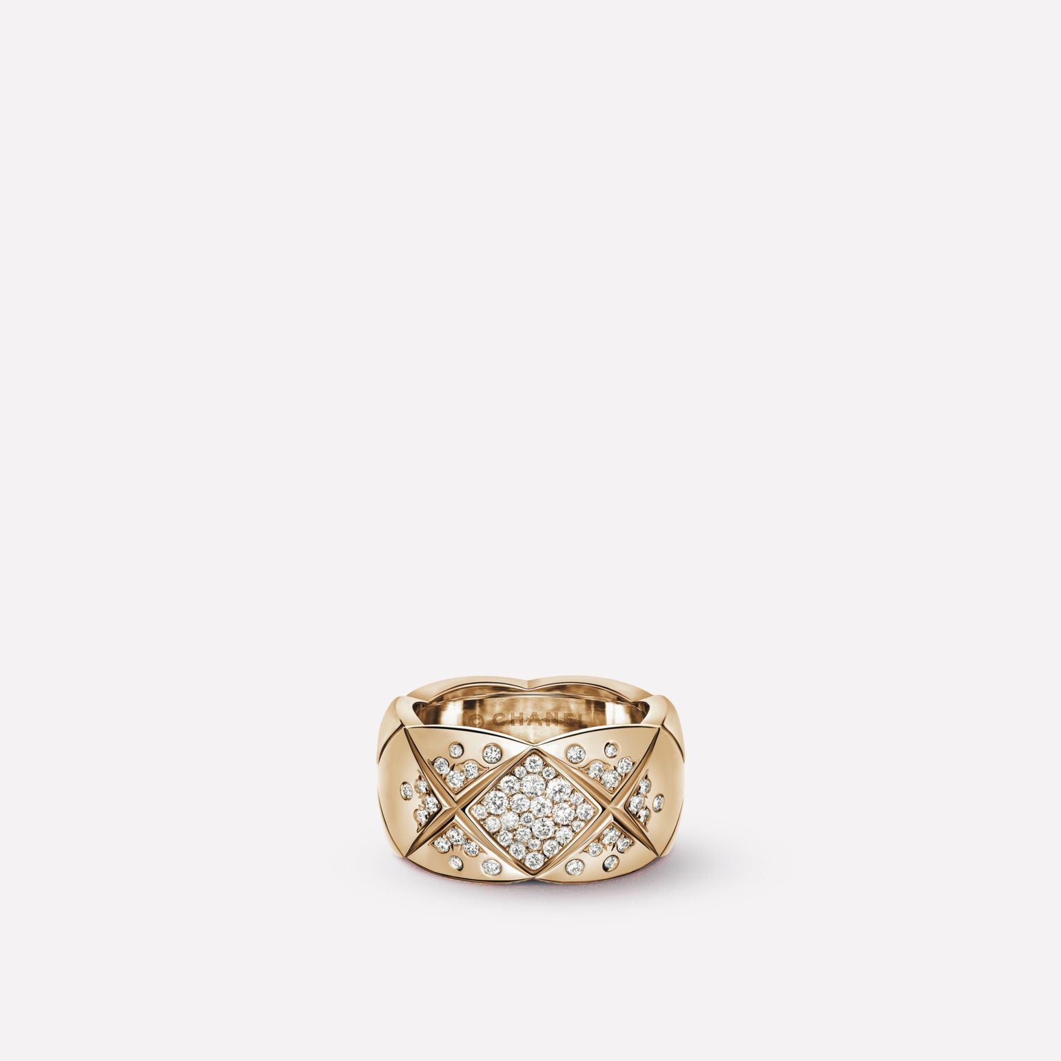 Coco Crush Ring Quilted motif ring in 18K BEIGE GOLD and diamonds. Medium version.
