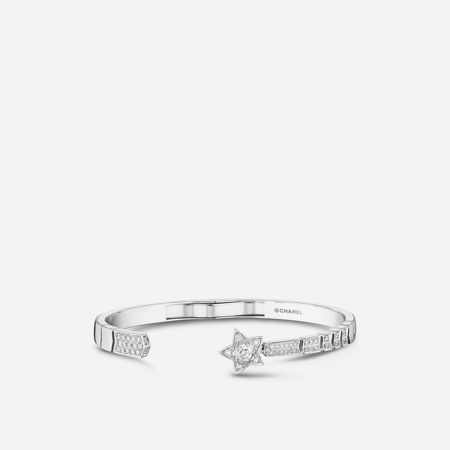 Comète bracelet Shooting star bracelet in 18K white gold and diamonds with one central diamond