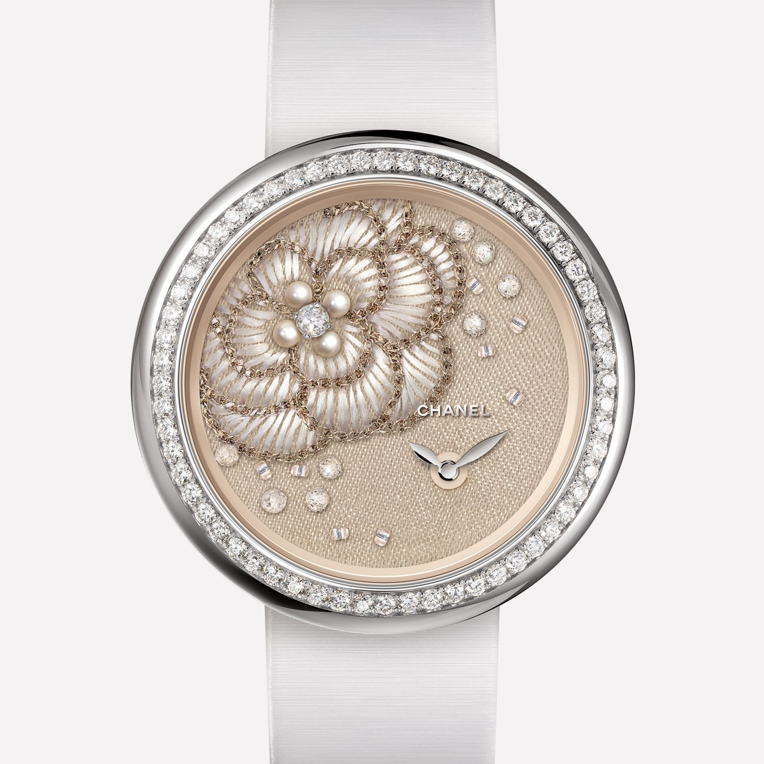 Mademoiselle Privé Watch Camellia in gold thread, fine pearls, diamonds, and glass beads - Lesage embroidery