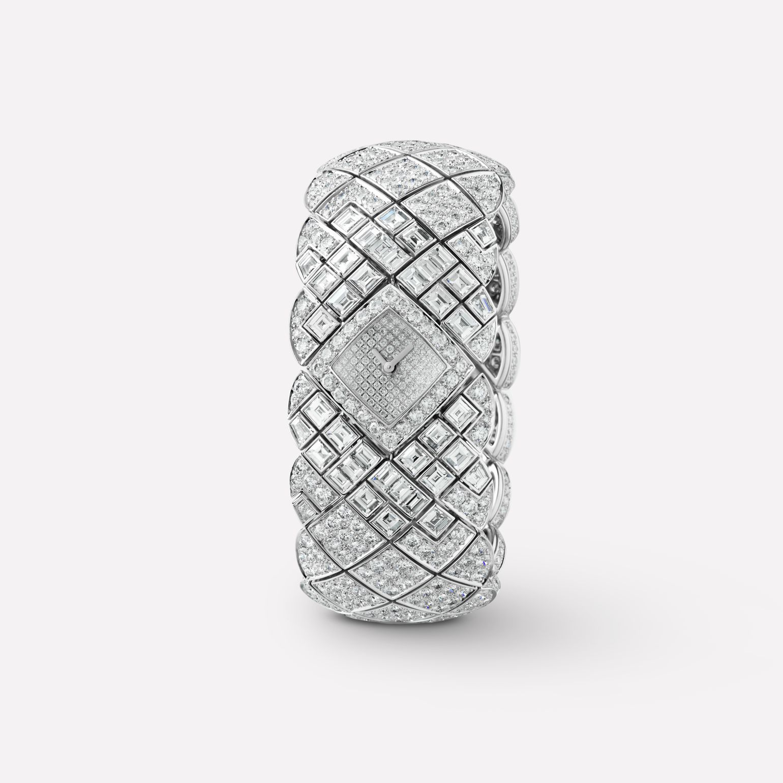 Matelassée Jewellery Watch Cuff watch with quilted motif in 18K white gold and diamonds