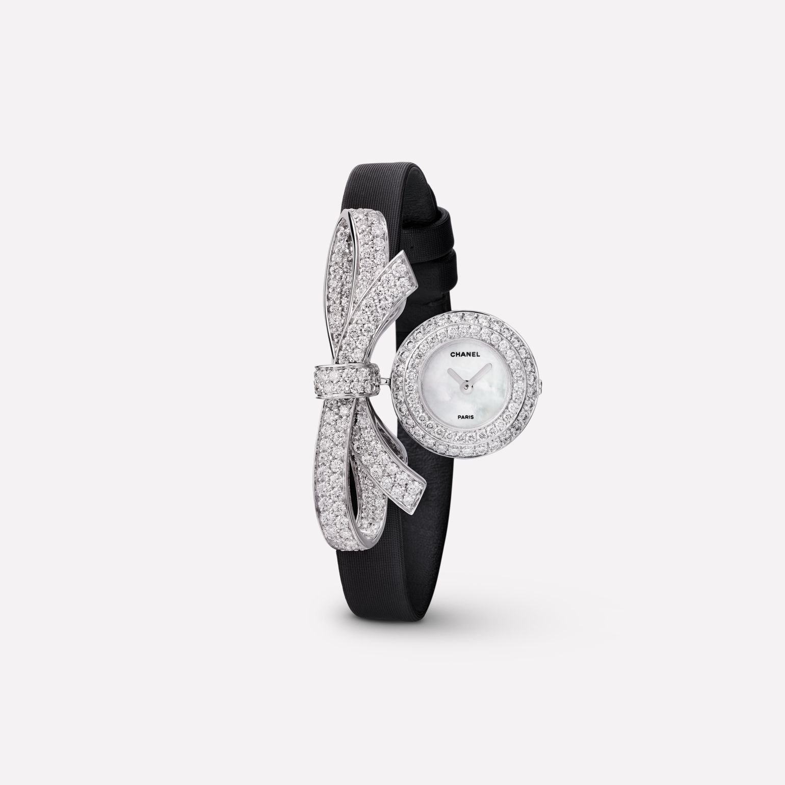 Montre Joaillerie Ruban Motif ruban en or blanc 18 carats et diamants