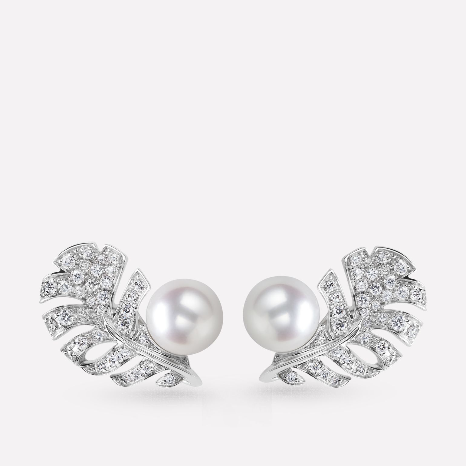 Plume de CHANEL earrings 18K white gold, diamonds, cultured pearls