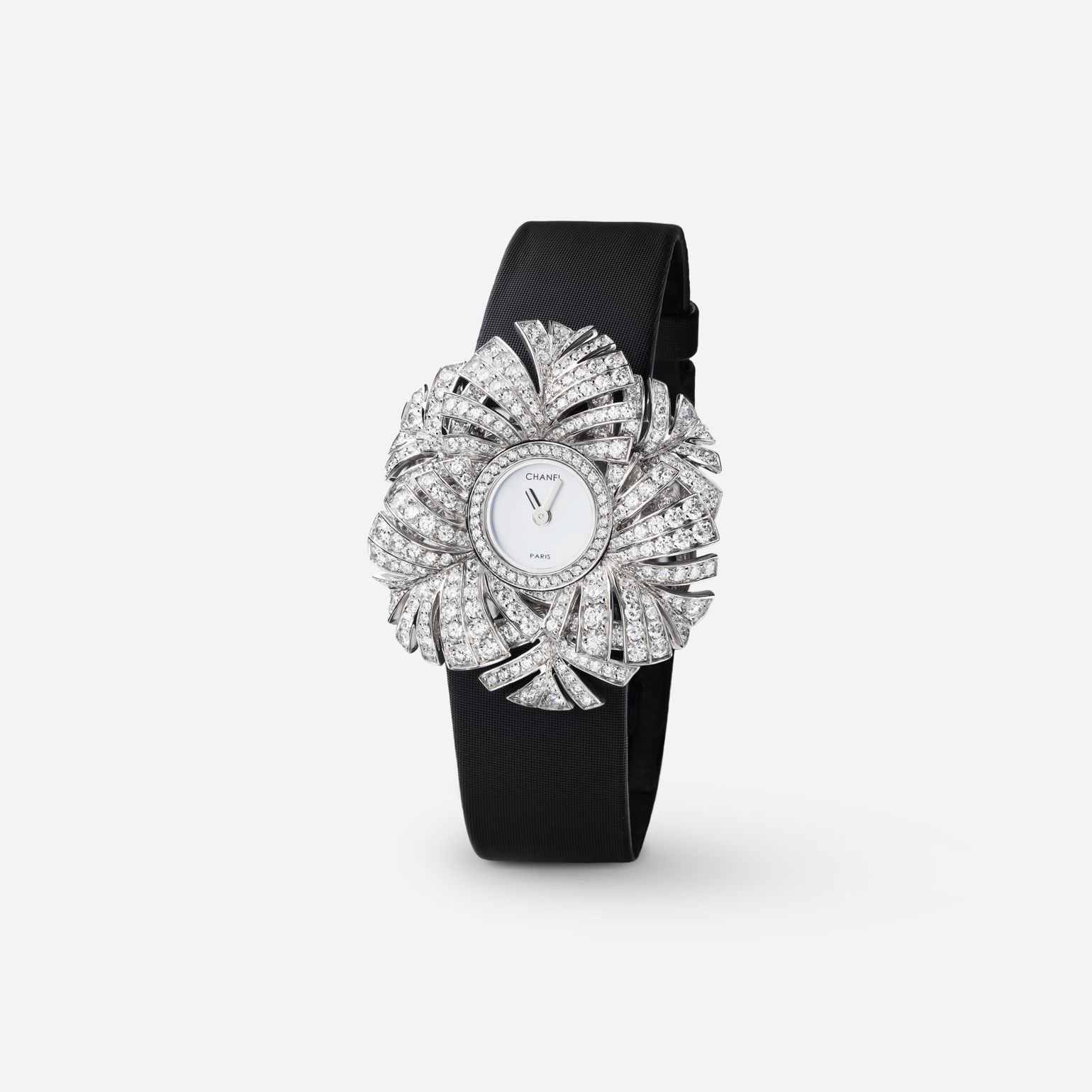 Plume de CHANEL Jewelry Watch Plume panache motif in 18K white gold and diamonds