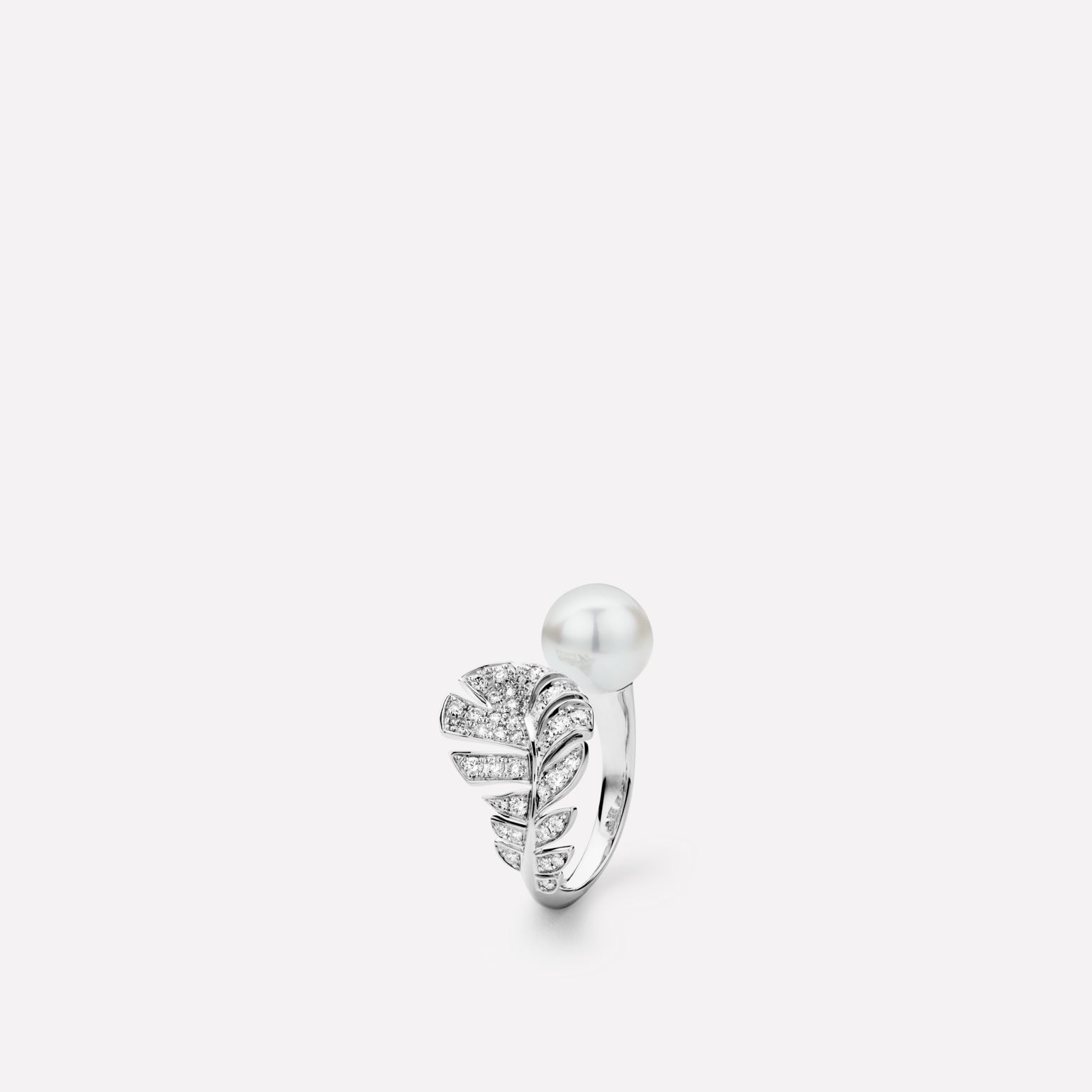 Plume de CHANEL ring Plume ring in 18K white gold, diamonds and cultured pearls