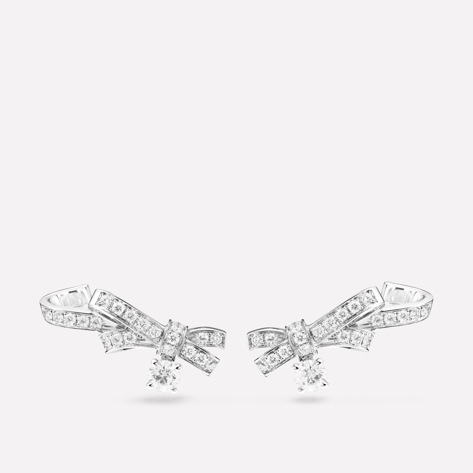 Ruban earrings Ribbon motif in 18K white gold and diamonds with center diamonds