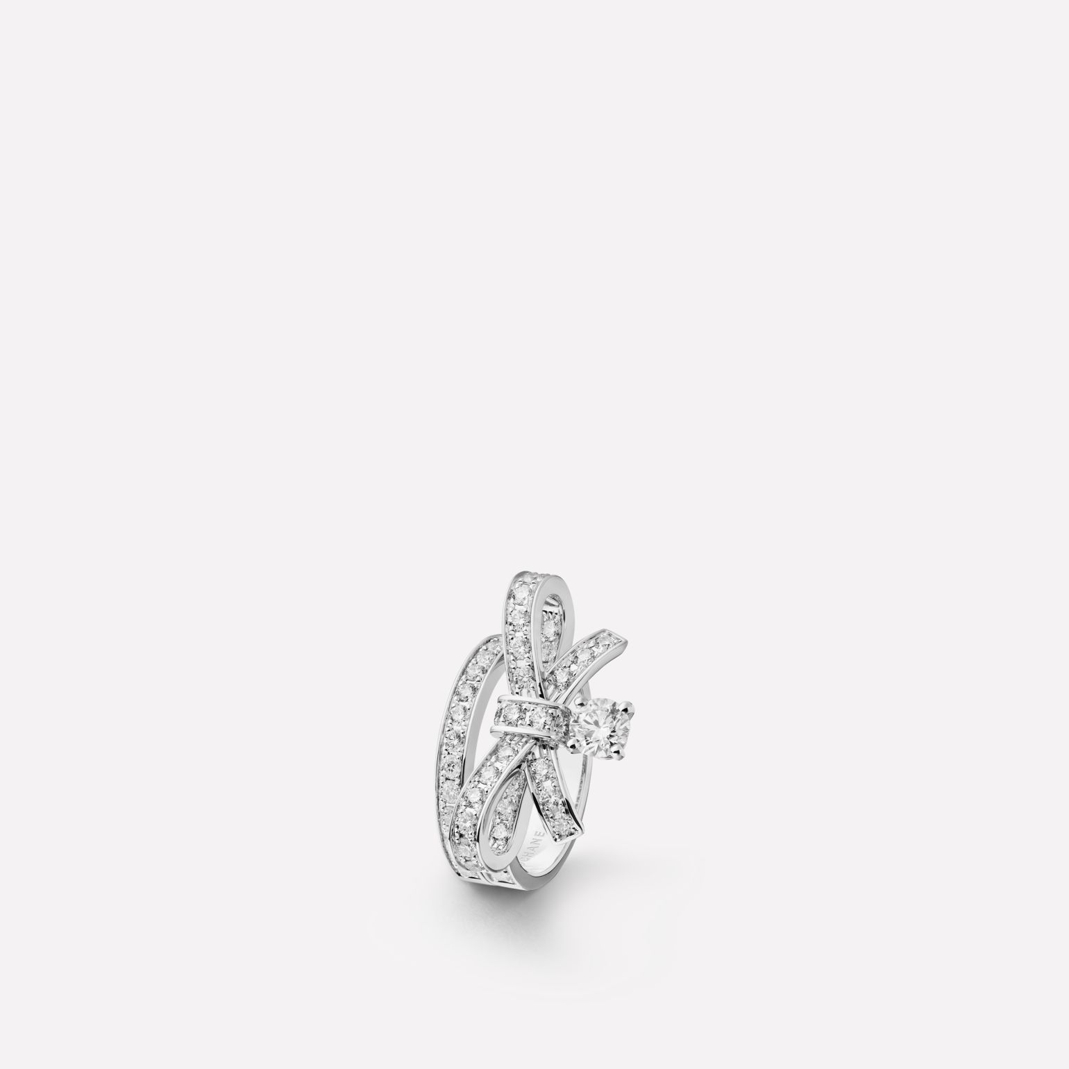 Ruban ring Ribbon motif in 18K white gold and diamonds with one center diamond