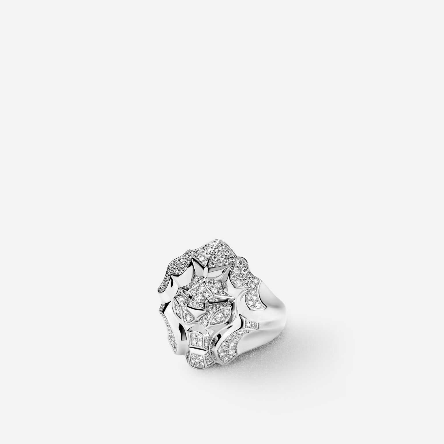 Sous le Signe du Lion Ring Lion ring in 18K white gold and diamonds. Large version.