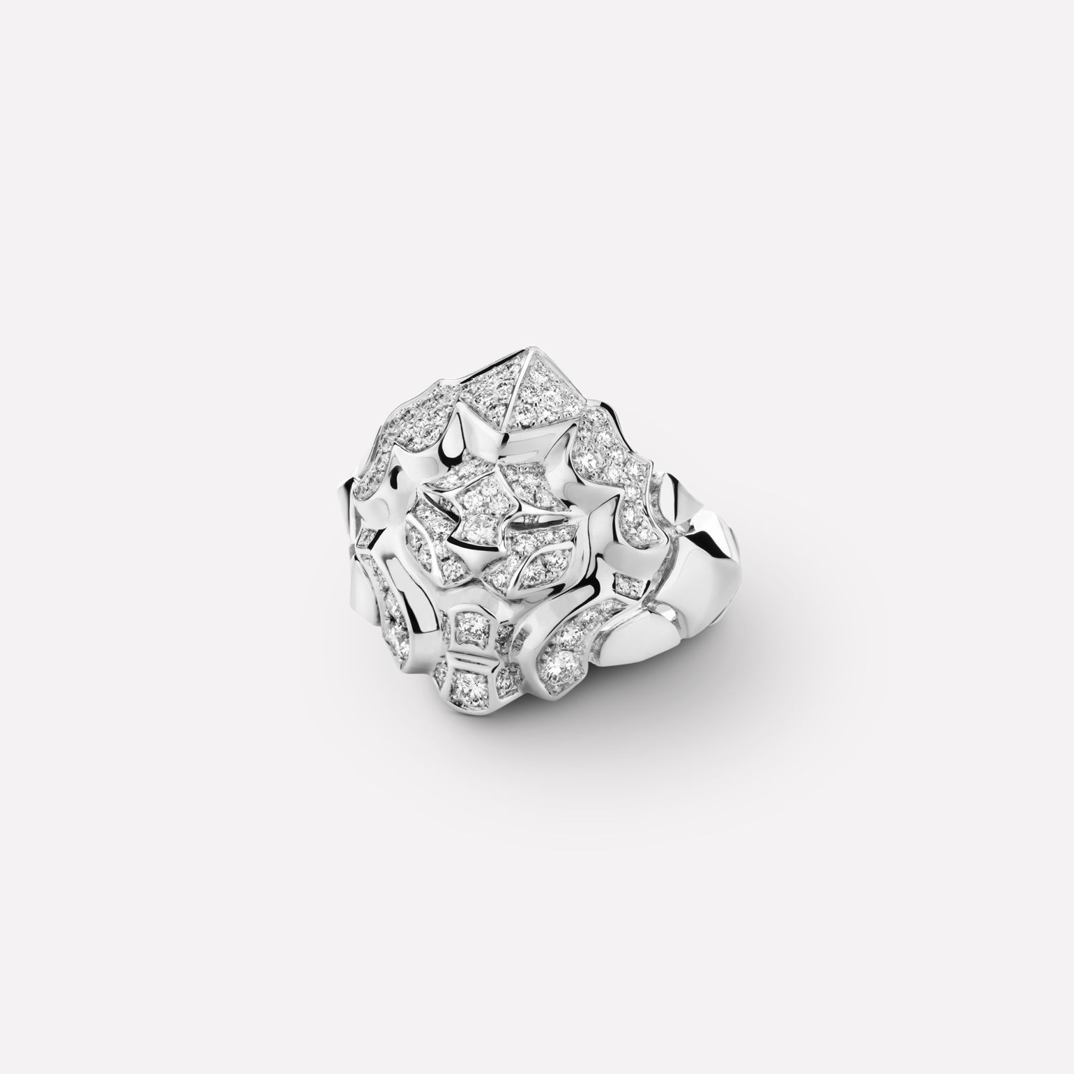 Sous le Signe du Lion ring Lion ring, medium version, in 18K white gold and diamonds