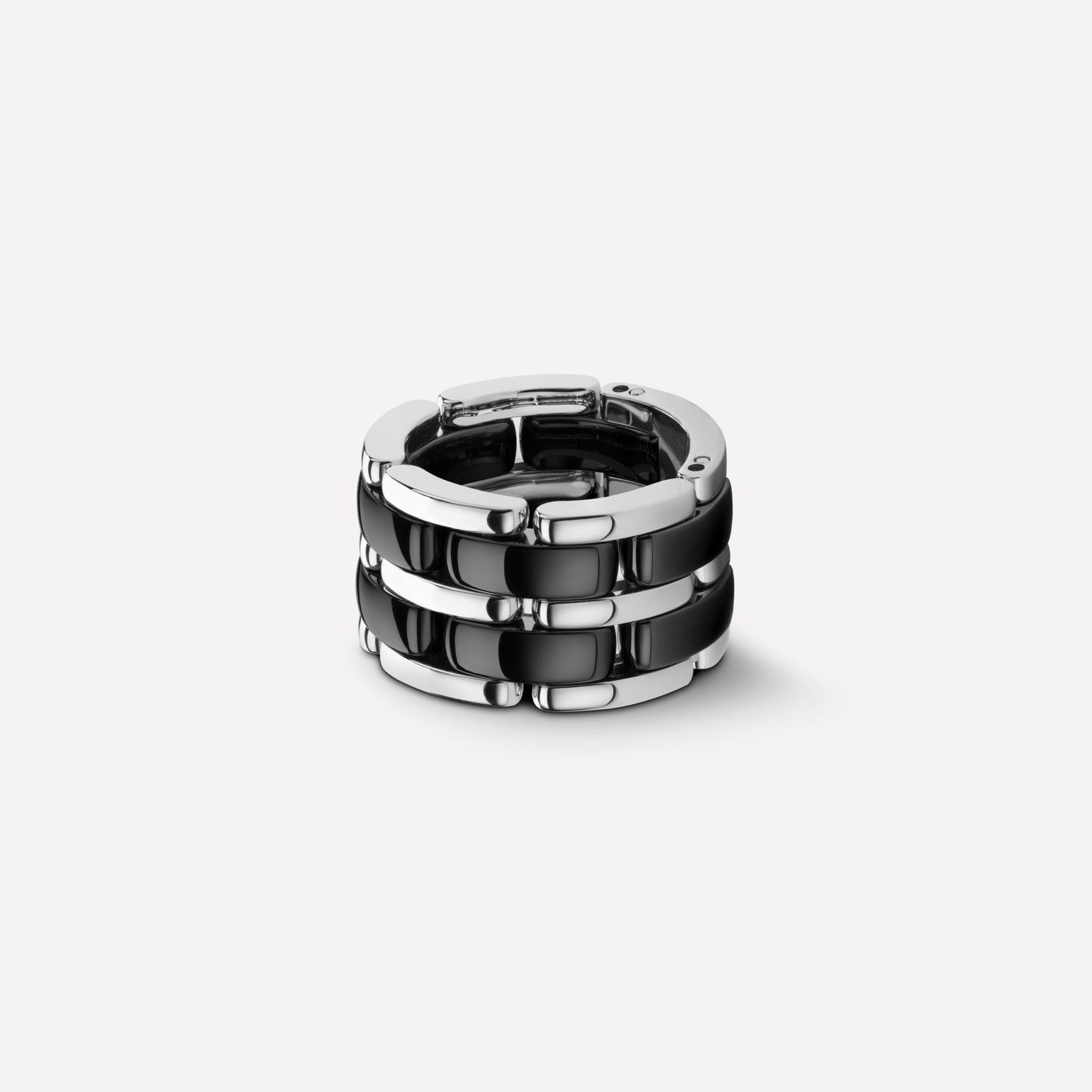 Ultra Ring Ultra ring in black ceramic and 18K white gold. Large, flexible version.