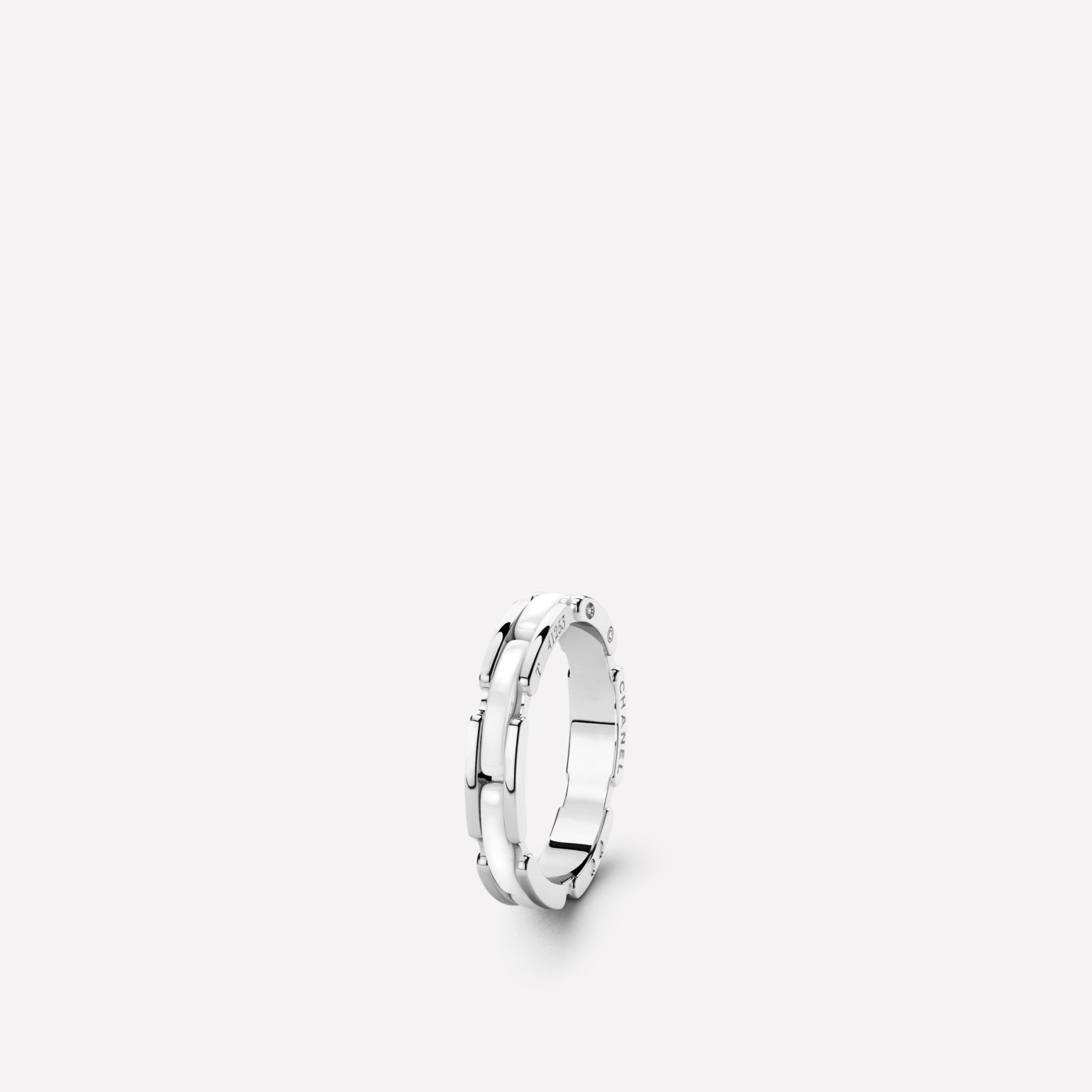 Ultra Ring Ultra ring in white ceramic and 18K white gold. Slim version.