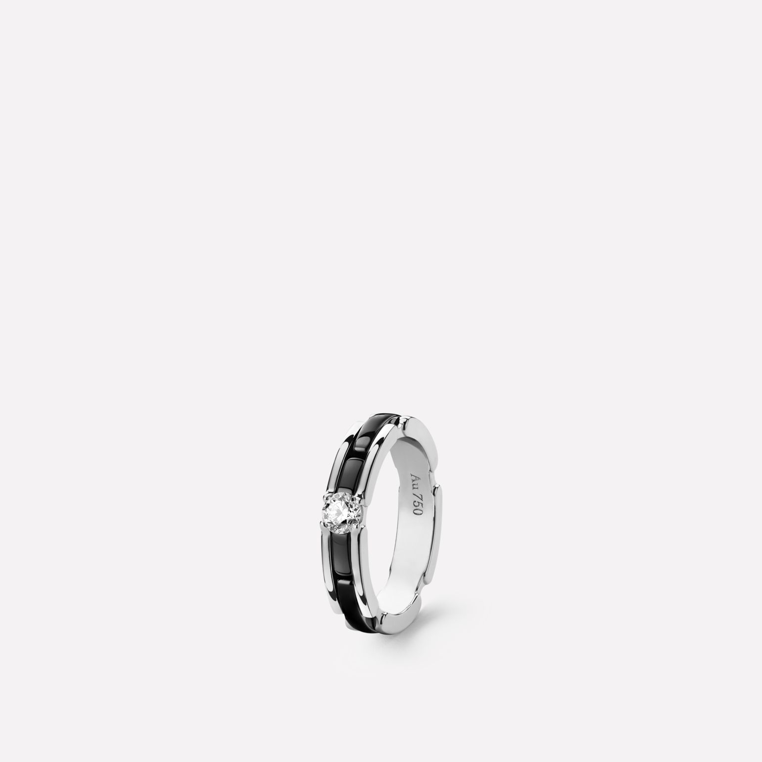 Ultra Ring Ultra ring in black ceramic, 18K white gold and central diamond. Slim version.