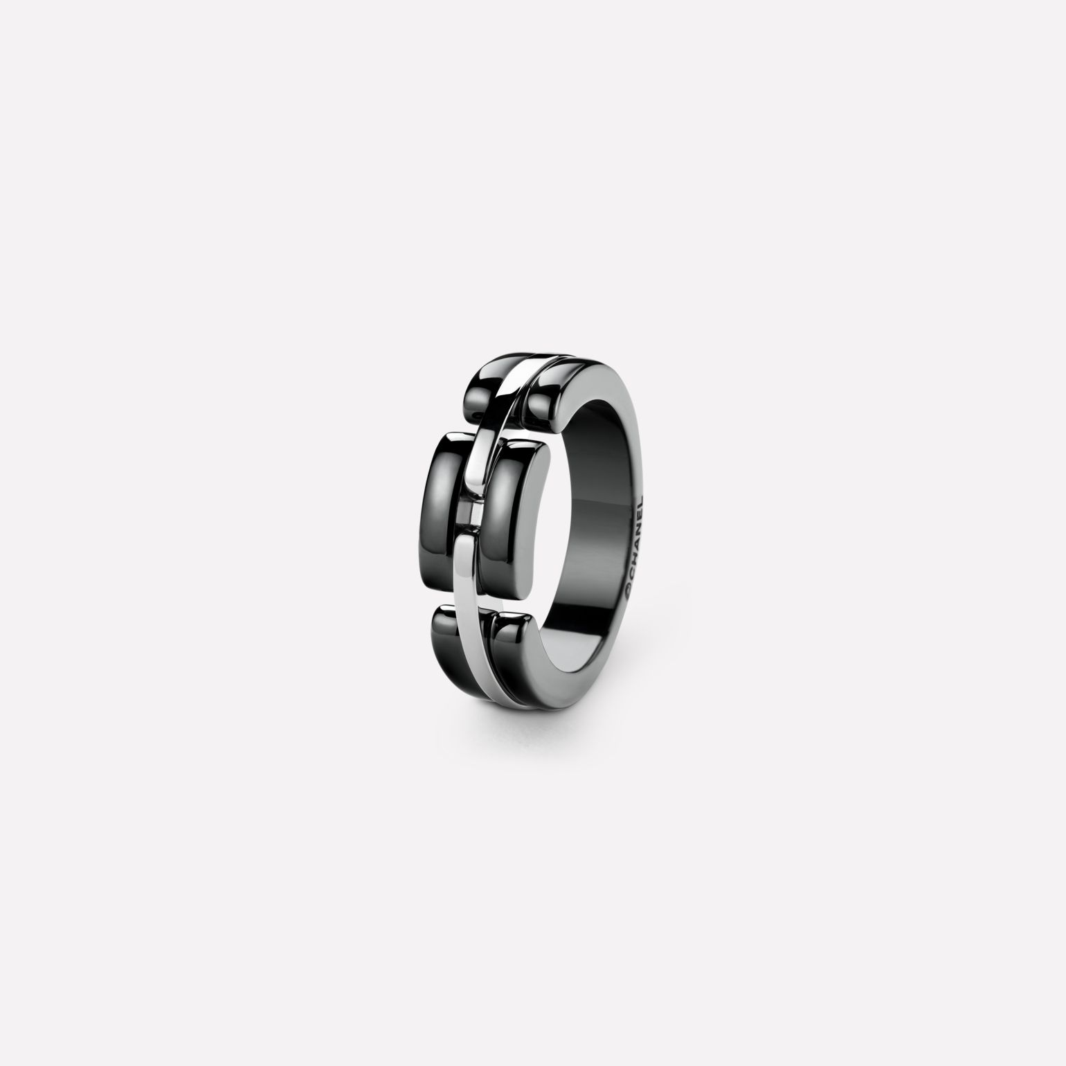 Ultra Ring Ultra ring in black ceramic and 18K white gold. Medium, rigid version.