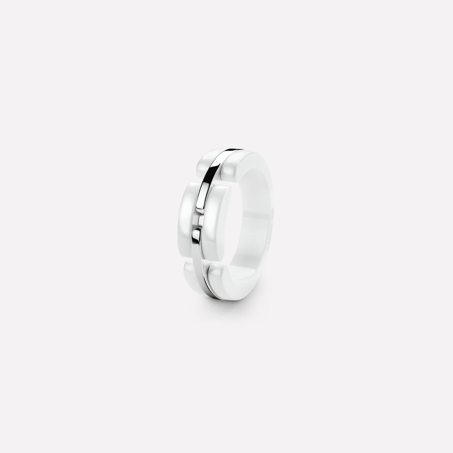 Ultra Ring Ultra ring in white ceramic and 18K white gold. Medium, rigid version.