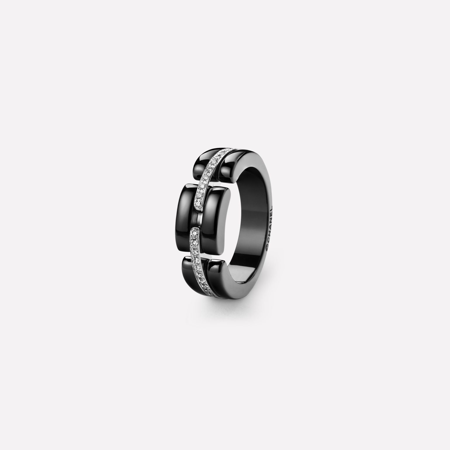 Ultra Ring Ultra ring in black ceramic, 18K white gold and diamonds. Medium, rigid version.