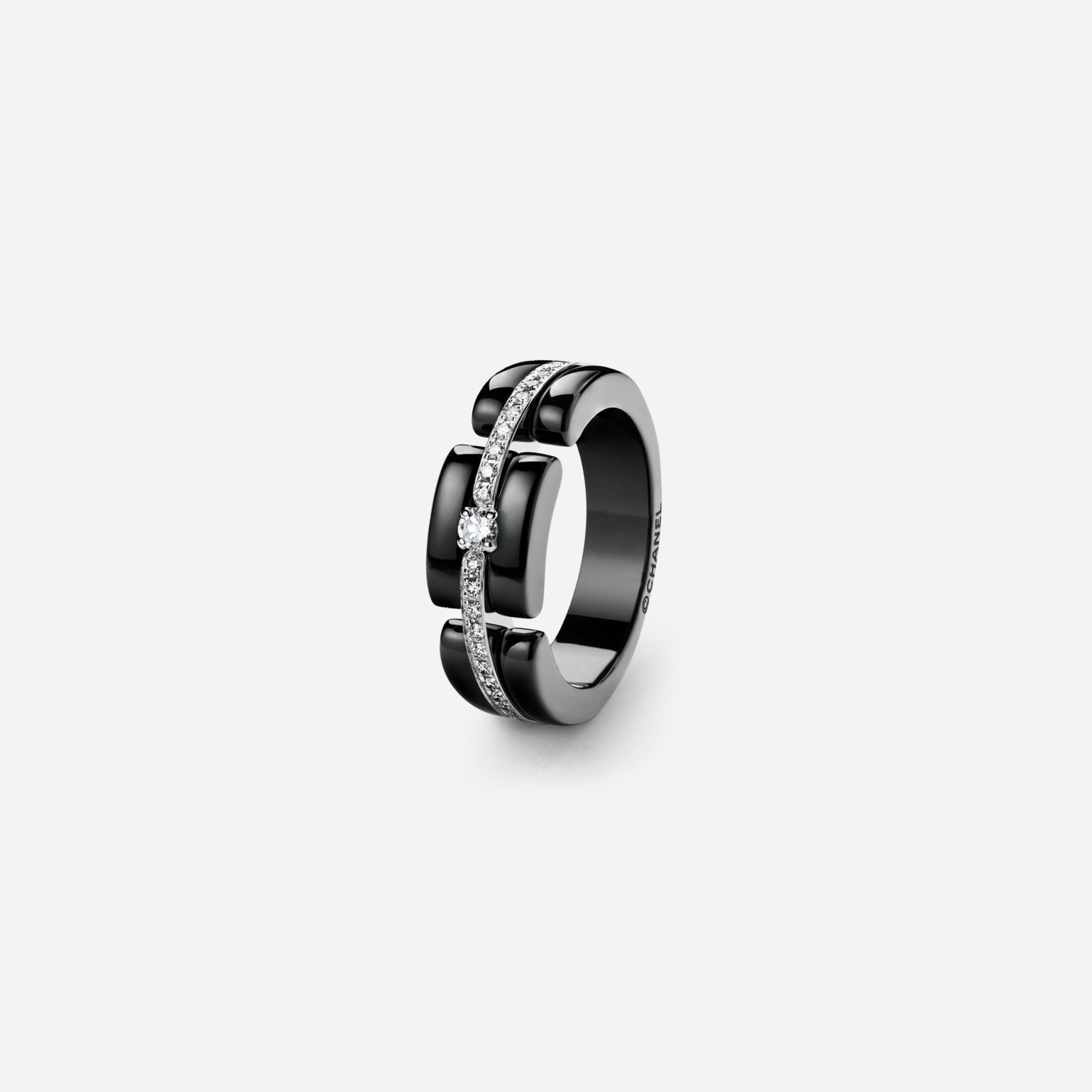 Ultra Ring Ultra ring in black ceramic, 18K white gold, diamonds and central diamond. Medium, rigid version.