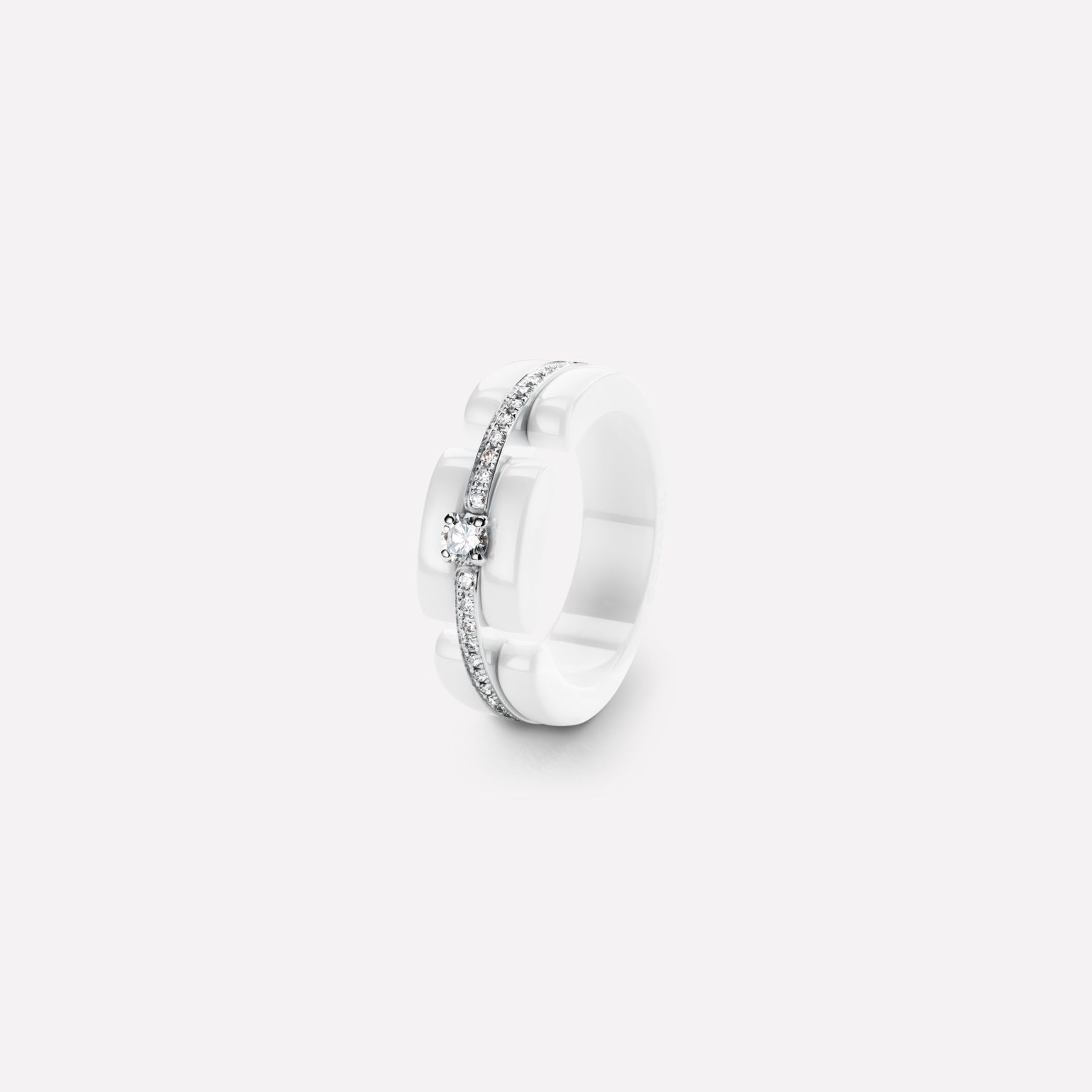 Ultra Ring Ultra ring in white ceramic, 18K white gold, diamonds and central diamond. Medium, rigid version.