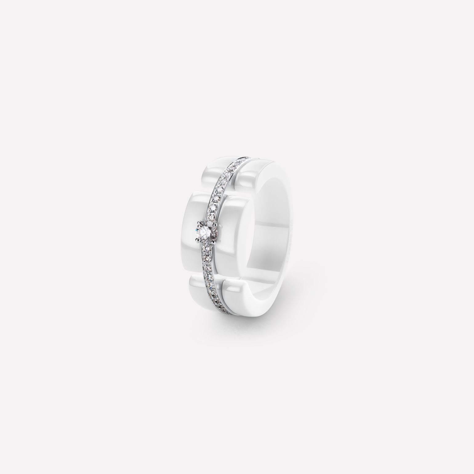 Ultra Ring Ultra ring in white ceramic, 18K white gold, diamonds and central diamond. Large, rigid version.